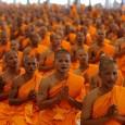 <p>Le bouddhisme séduit de plus en plus le monde occidental. Il est synonyme de compassion, de tolérance. Les images d'un dalaï-lama souriant aux côtés d'hommes et de femmes politiques, de vedettes du show-biz, délivrant un message de paix et de non-violence, nous sont familières. La publicité semble l'avoir annexé : les statuettes de bouddhas se multiplient dans des lieux improbables comme les restaurants, les salles d'attente, les plateaux de télévision…. Des termes issus du bouddhisme sont passés dans le vocabulaire courant : mantra, karma, nirvana, mandala sont aujourd'hui déclinés sur tous les tons, parfois les plus inattendus.</p>  <p>Cette image médiatisée du bouddhisme n'est pas sa réalité. En Europe, c'est en France que les sympathisants du bouddhisme sont les plus nombreux, des temples des différents groupes bouddhistes sont régulièrement érigés. On peut s'interroger : les adeptes et sympathisants sont-ils séduits par une nouvelle religion, à la fois exotique et sans contrainte apparente ? Ou par une démarche spirituelle de perfectionnement ? Religion ou philosophie ? Les réponses peuvent différer selon les engagements et les convictions. Elles peuvent différer selon ce qu'on entend par religion ou par philosophie. Qui l'emporte, au bout du compte, le « et » ou le « ou » ? Le bouddhisme est-il une religion (mais sans point commun avec les religions monothéistes) ou une philosophie, une conception du monde ?</p>  <p>Pour les adeptes du bouddhisme, membre d'une communauté dirigée par des guides spirituels, c'est une religion avec ses rites, ses textes canoniques, ses prières, une religion qui, comme d'autres, ouvre une voie de transformation personnelle ; pour d'autres, attirés spirituellement par le bouddhisme mais qui ne veulent pas suivre des règles strictes et n'adhèrent pas à l'ensemble des textes, il s'agit d'une« religion à la carte » (selon l'expression de Jean-Noël Robert) dont on retiendrait les points positifs et écarterait les aspects contraignan